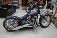 Moto de Harley Davidson montrée à la 3ème édition de l'EXPOSITION de MOTO à Cracovie Photographie stock