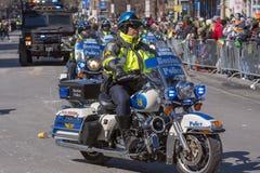 Moto de police à St Patrick &#x27 ; défilé Boston, Etats-Unis de jour de s Photographie stock