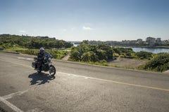 Moto de police conduisant La Havane Photographie stock libre de droits