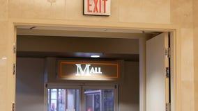 Moto del segno del centro commerciale e dell'uscita stock footage