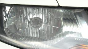 Moto della parte anteriore dei fari dell'automobile stock footage