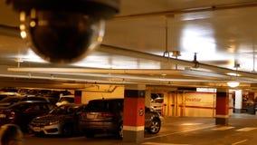 Moto della sfuocatura della videocamera di sicurezza al parcheggio video d archivio