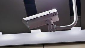 Moto delle videocamere di sicurezza sul soffitto stock footage