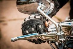 Moto emballant des gants Photographie stock libre de droits