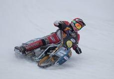 Moto emballant sur la glace Photographie stock libre de droits