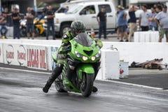 Moto en la pista Imagenes de archivo