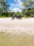 Moto en la playa Foto de archivo