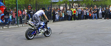 Moto free style pilot stunting on the square Royalty Free Stock Photos