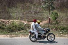 Moto indienne obèse et maigre images libres de droits