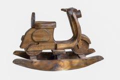 Moto que oscila el aislante de madera en el fondo blanco foto de archivo libre de regalías