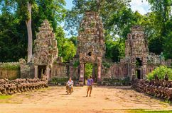 Moto rickshaw and tourist in gate of Angkor Wat Stock Images