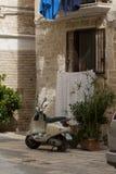 Moto sparkcykel i Italien Arkivbilder
