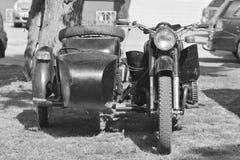 Moto vieja con un coche lateral Foto de archivo libre de regalías