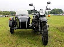 Moto y coche lateral Imagen de archivo libre de regalías