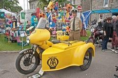 Moto y coche lateral de la asociación del automóvil Fotografía de archivo