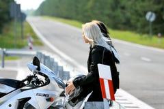 Moto y muchachas - pasión Fotos de archivo libres de regalías