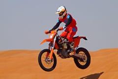 越野motobike在沙漠 免版税图库摄影