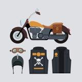 Motocicleta amarela clássica com revestimento e capacete com símbolo do crânio e dos ossos no fundo ciano claro Fotos de Stock