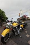 Motocicleta clássica amarela imagens de stock royalty free
