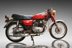 Motocicleta clássica Honda do vintage 125 centímetros cúbicos. Uso editorial somente. Uso Foto de Stock
