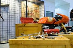 Motocicleta con las herramientas en el 36.o salón del automóvil internacional 2015 de Bangkok Fotos de archivo
