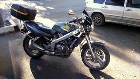 Motocicleta de Honda na rua da cidade Fotos de Stock Royalty Free