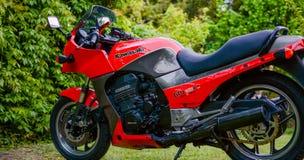 A motocicleta de Kawasaki GPZ 900 do filme de Top Gun fotografou exterior no parque Imagens de Stock Royalty Free