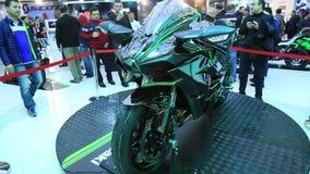 Motocicleta 2015 de Kawasaki Ninja H2 R almacen de metraje de vídeo