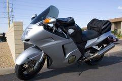 Motocicleta de prata de Honda na mostra de carro imagem de stock