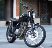 Motocicleta de Yamaha del estilo del vintage, Talavera de la Reina, motocicleta del yamaha del estilo del España-vintage, Talaver fotos de archivo