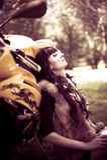 motocicleta do Menina-motociclista Fotos de Stock Royalty Free