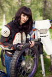 motocicleta do Menina-motociclista Fotografia de Stock Royalty Free