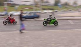 Motocicleta en el camino Imagen de archivo libre de regalías