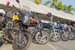 Motocicleta en el estilo del americano en el estacionamiento Imagenes de archivo