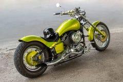 Motocicleta en el pavimento imagen de archivo