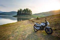 Motocicleta en puesta del sol Imágenes de archivo libres de regalías