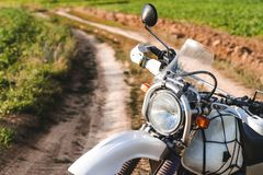 Motocicleta fora da estrada, enduro, esporte extremo, estilo de vida ativo, aventura que visita o conceito, liberdade exterior da imagens de stock royalty free