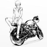 Motocicleta hermosa del montar a caballo de la muchacha Foto de archivo