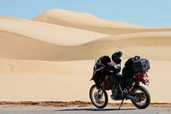 Motocicleta imperial de las dunas imagen de archivo libre de regalías