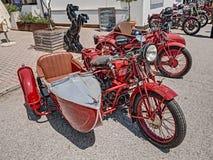 Motocicleta italiana Moto Guzzi do vintage com side-car fotos de stock royalty free