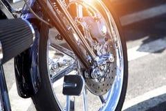 Motocicleta lista para montar en puesta del sol Imagen de archivo