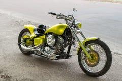 Motocicleta no pavimento Imagens de Stock