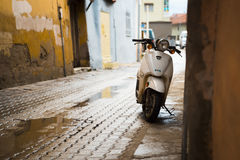 Motocicleta pasada de moda Foto de archivo libre de regalías