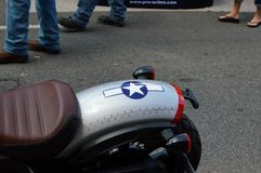 Motocicleta pintada como um avião de combate P-51 Fotografia de Stock Royalty Free