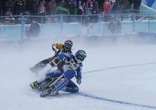 Motocicleta que compite con en el hielo Imagenes de archivo