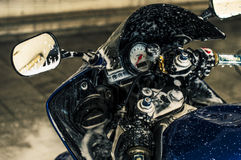 Motocicleta que se lava   foto de archivo libre de regalías