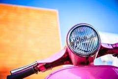 Motocicleta retra rosada del primer Imagenes de archivo