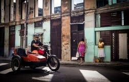 Motocicleta velha com side-car imagem de stock royalty free