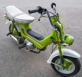 Motocicleta verde. Foto de archivo