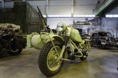 Motocicleta vieja con el cochecito y la ametralladora Visión general Imágenes de archivo libres de regalías